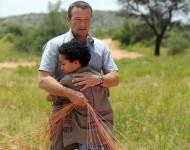 Nahas Luka Kumi) zeigt Thomas Hellman (Michael Roll) unverhohlen seine GefŸhle, die ihn nach dem gemeinsamen Flug mit Thomas ŸberwŠltigen.    Honorarfrei - nur fŸr diese Sendung bei Nennung ZDF und Tony Figueira