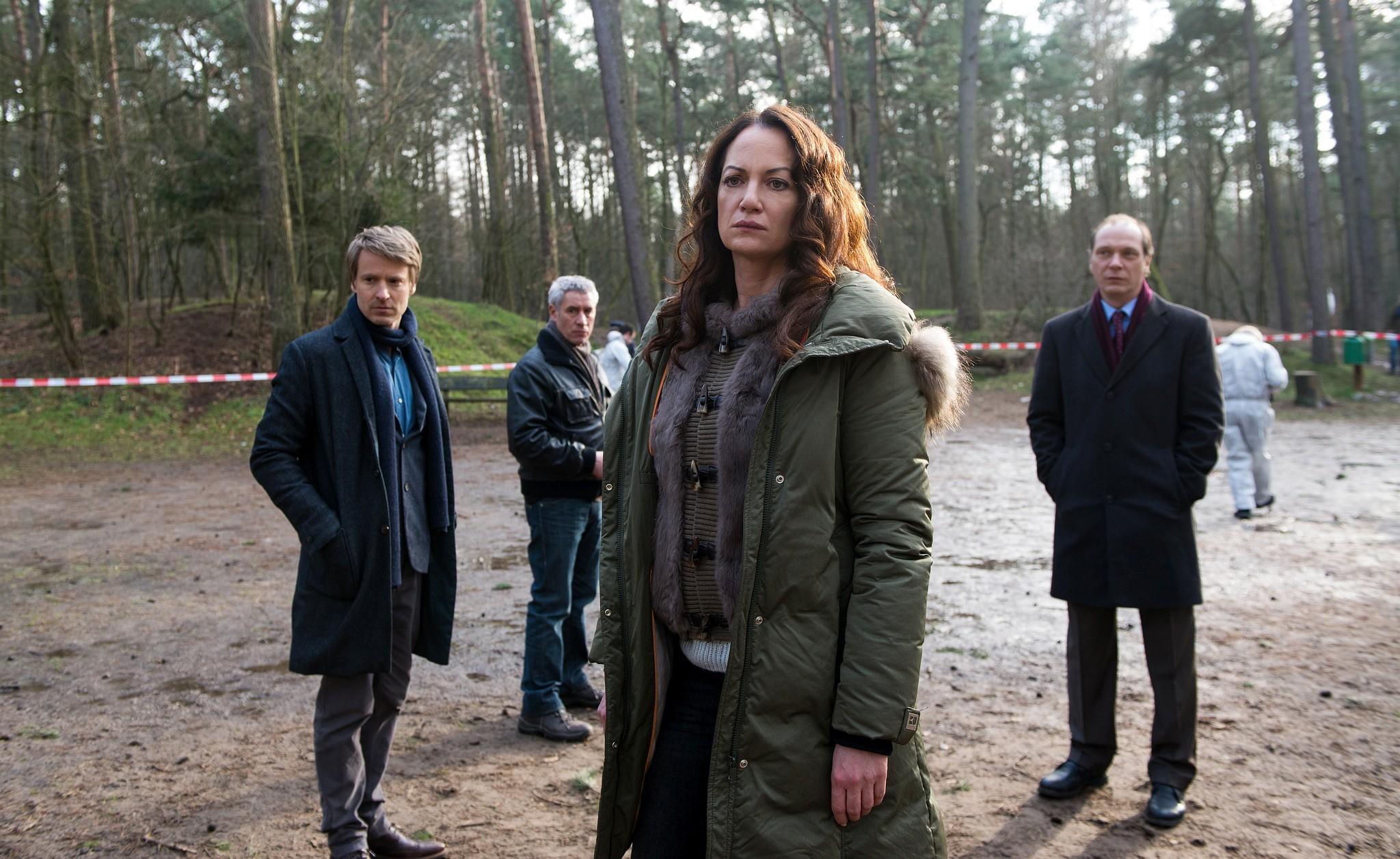 Bild 39 Jana und Hamm kommen am Fundort an - Jana (Natalia Wörner), Hamm (Ralph Herforth), Jessen (Max von Pufendorf), Brauner (Martin Brambach)