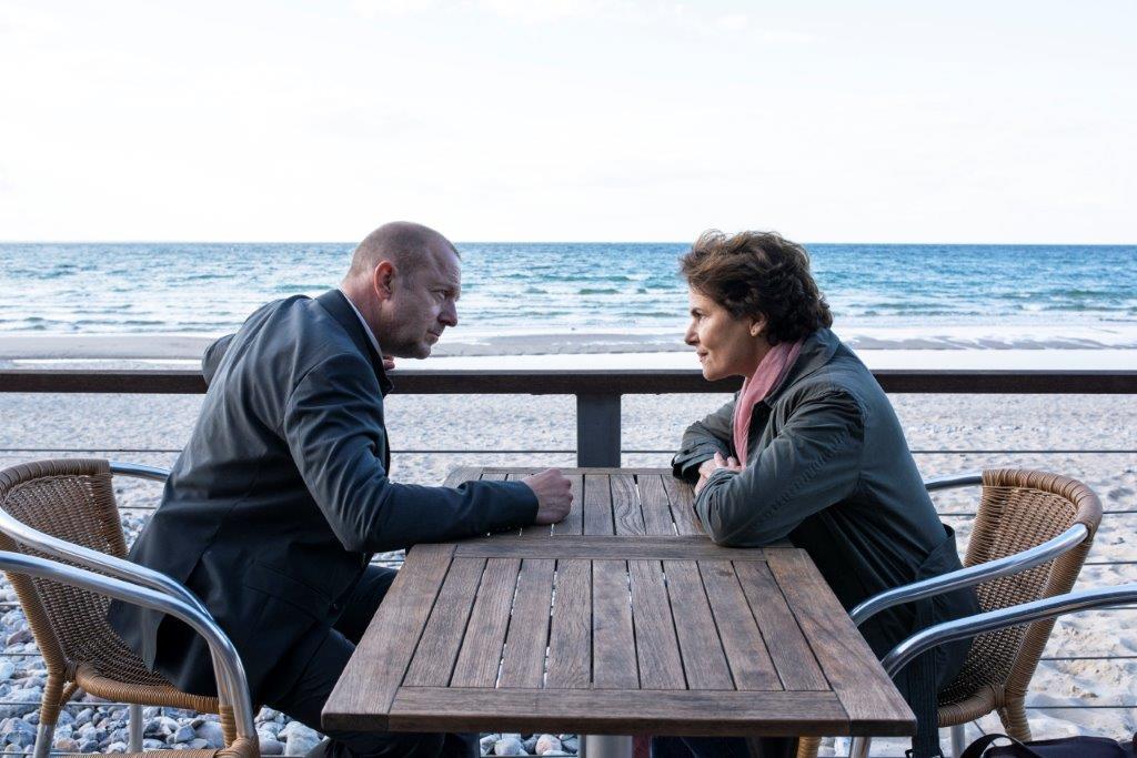 Er Fickt Einer Unbekanntes Mädchen Am Strand